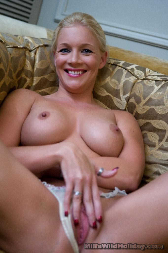 http://galleries.milfswildholiday.com/photos/214/p02.jpg