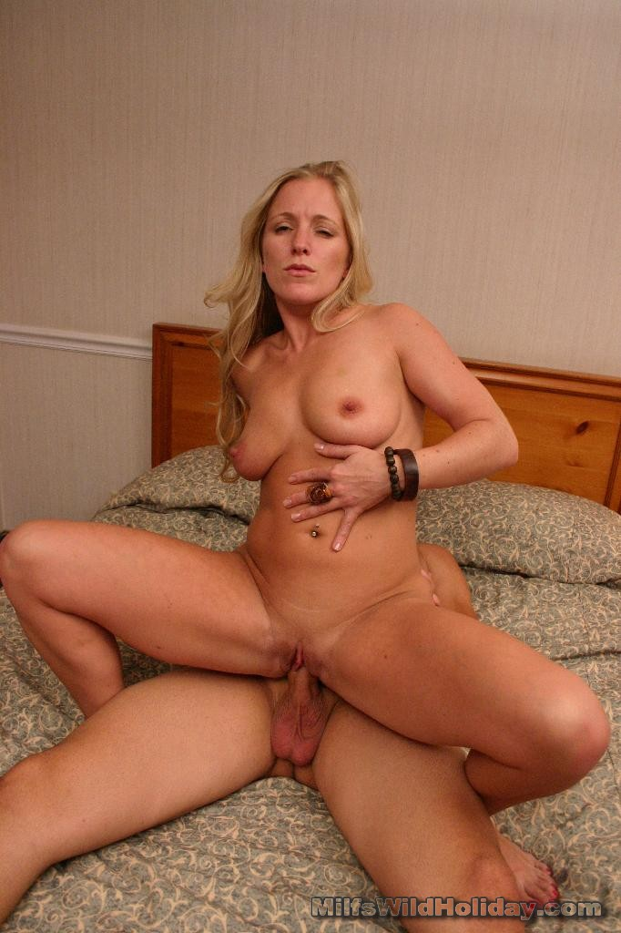 http://galleries.milfswildholiday.com/photos/270/p11.jpg