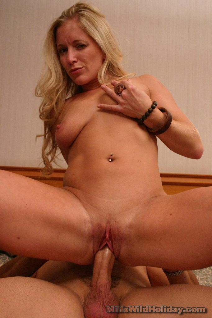 http://galleries.milfswildholiday.com/photos/290/p10.jpg